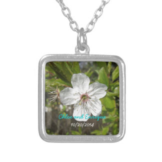 Weiße Blumen-Blüten-personalisierte Hochzeit Halskette Mit Quadratischem Anhänger
