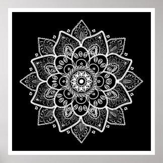 Weiße BlumenMandala auf Schwarzem Poster
