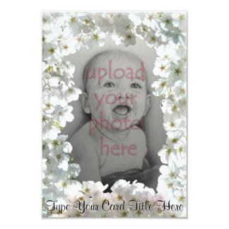 Weiße Blüten-Einladungen personalisierte UAWG Kart