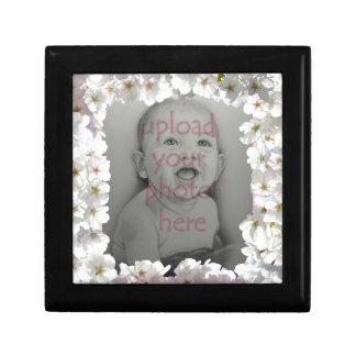 Weiße Blüten-Geschenkboxen-personalisierte Blumen-