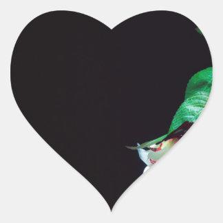 Weiße blutrote Seite der Rose Herz-Aufkleber