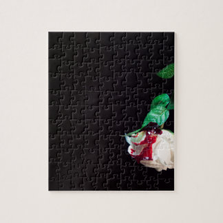 Weiße blutrote Seite der Rose Puzzle