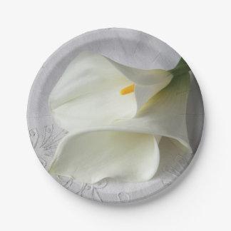 Weiße Callalilien auf Leinen Pappteller
