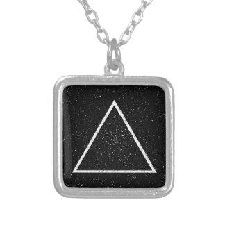 Weiße Dreieck-Kontur auf schwarzem Sternhintergrun Schmuck