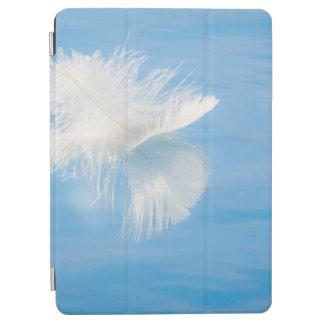 Weiße Feder denkt über Wasser | Seabeck, WA nach iPad Air Cover