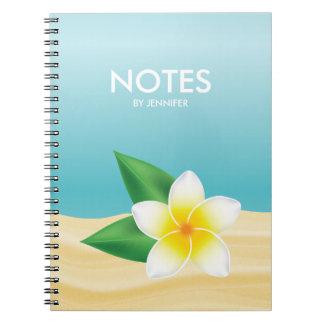 Weiße Frangipani-Blume mit Personalizable Titel Notizblock