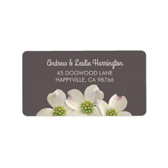 Weiße Hartriegel-Blumen auf Rauche Brown Adressaufkleber
