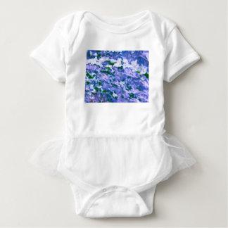 Weiße Hartriegel-Blüte im Blau Baby Strampler