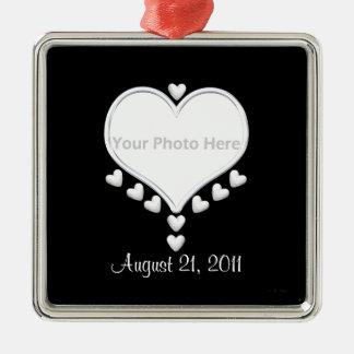 Weiße Herzen auf schwarzer (Fotorahmen) Hochzeit Quadratisches Silberfarbenes Ornament