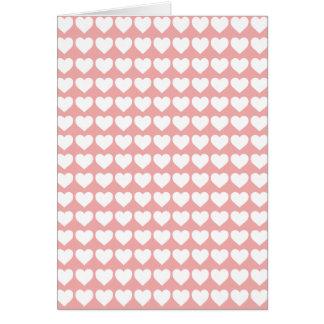 Weiße Herzen erröten an Rosa Karte