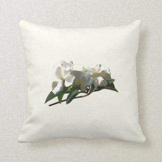 Weiße Kamelien im Sonnenschein Kissen