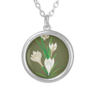 Weiße Krokus-Blumen 2 Versilberte Kette