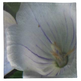 Weiße lila Flora Serviette