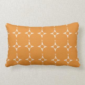 Weiße Orange des rechtweisend Nord Kissen