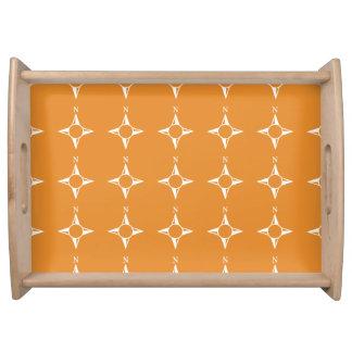 Weiße Orange des rechtweisend Nord Tablett