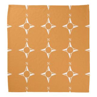 Weiße Orange des rechtweisend Nord Halstücher