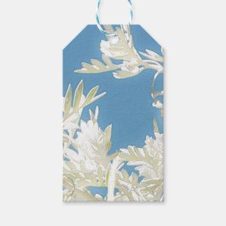 Weiße Pflanzen über blauem Himmel Geschenkanhänger