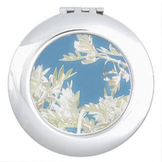 Weiße Pflanzen über blauem Himmel Taschenspiegel