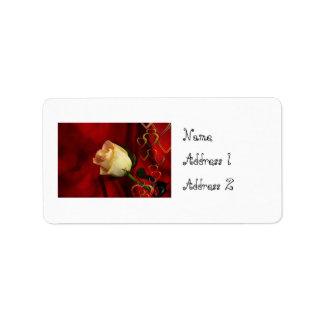 Weiße Rose auf rotem Hintergrund Adressetiketten