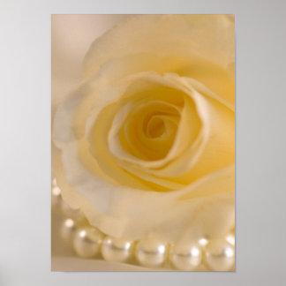 Weiße Rose und Perlen Poster