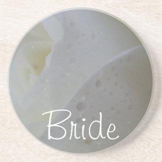 Weiße Rosen-Blumenblatt-Hochzeit Untersatz
