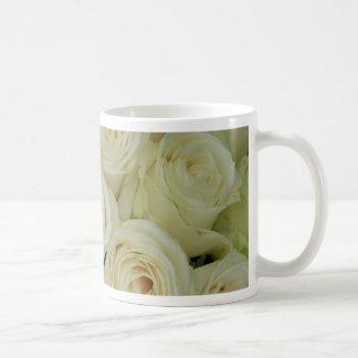 Weiße Rosen durch Therosegarden Tasse
