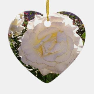 Weiße Rosen-Fotografie durch JanLynn Keramik Ornament