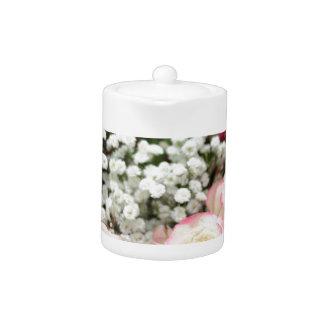 Weiße Rosen mit roter Höhepunkt-Nahaufnahme