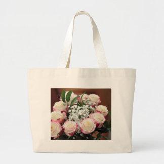 Weiße Rosen mit roter Höhepunkt-Nahaufnahme Jumbo Stoffbeutel