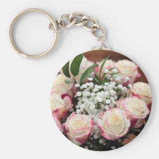 Weiße Rosen mit roter Höhepunkt-Nahaufnahme Schlüsselanhänger