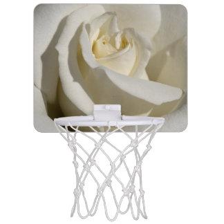 Weiße Rosen-Nahaufnahme Mini Basketball Ring
