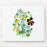 Weiße Schmetterlinge, Kapuzinerkäse und Wildblumen Mousepad