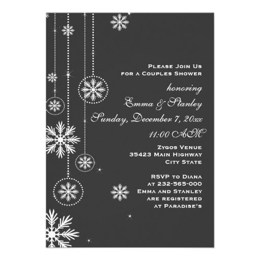 Weiße Schneeflockeholzkohlenhochzeits-Paardusche Individuelle Einladungskarte