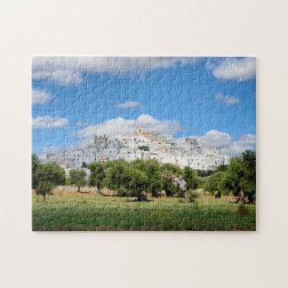 Weiße Stadt Ostuni mit Olivenbäumen, Puzzle
