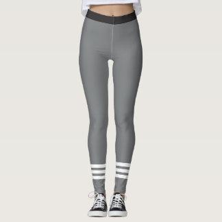 Weiße Streifen der Unterseiten-drei auf grauen Leggings