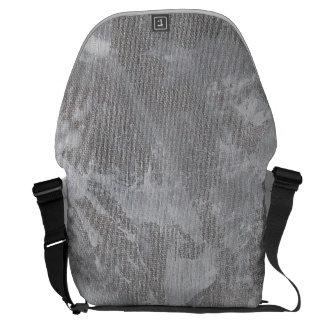 Weiße Tinte auf silbernem Hintergrund Kurier Taschen