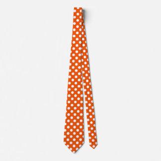 Weiße Tupfen auf Orange Krawatte