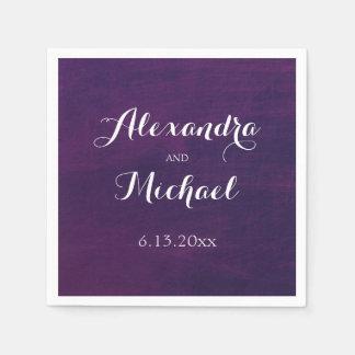 Weiße Typografie auf tiefpurpurner Hochzeit Papierserviette