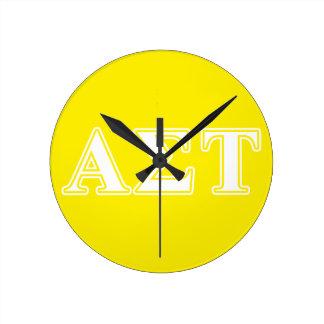 Weiße und gelbe Buchstaben AlphasigmaTau Runde Wanduhr