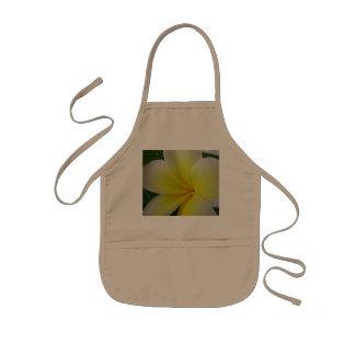 Weiße und gelbe Frangipani-Blume Kinderschürze