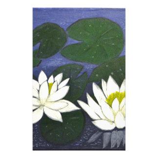 Weiße Wasserlilie-Blumen in einem Teich Briefpapier