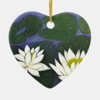 Weiße Wasserlilie-Blumen in einem Teich Keramik Ornament
