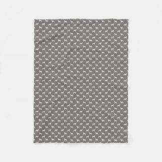 Weiße Weimaraner Silhouetten auf Grau Fleecedecke