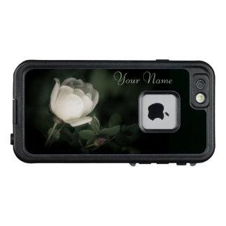 Weiße wilde Rose auf einem dunklen Hintergrund. LifeProof FRÄ' iPhone 6/6s Hülle