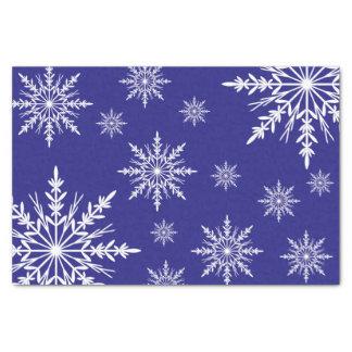 Weiße Winter-Schneeflocken auf Blau Seidenpapier