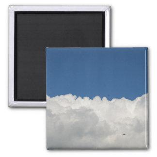 Weiße Wolken auf blauem Himmel Quadratischer Magnet