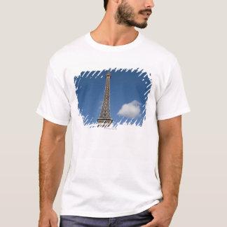 weiße Wolken gegen blauen Himmel hinter dem Eiffel T-Shirt