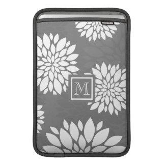 Weiße zeitgenössische Blumen personifizieren es MacBook Air Sleeve