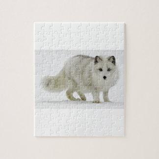 Weißer arktischer Fox mischt in den Schnee Puzzle