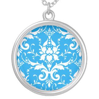 Weißer Damast-azurblauer blauer Hintergrund-runde Versilberte Kette